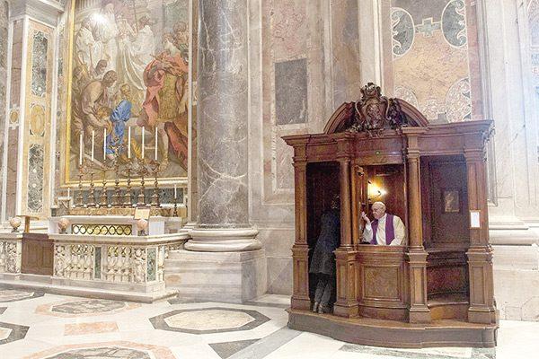 Crisis en catolicismo mundial por acudir a confesarse: Padre
