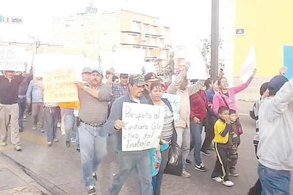 Marcha de protesta de sindicalizados; piden renuncia del titular de la jmas