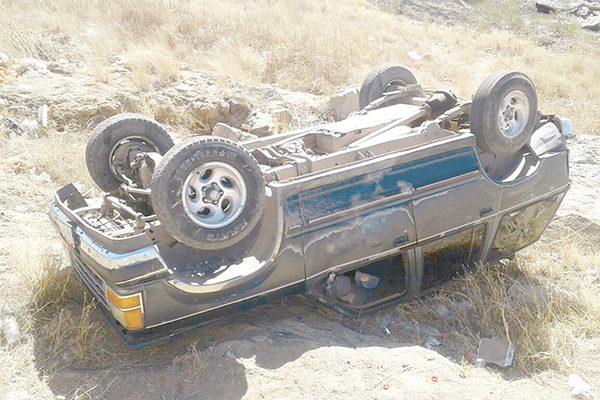 Aparatosa volcadura cerca de Los Carrizos; niña resulta lesionada