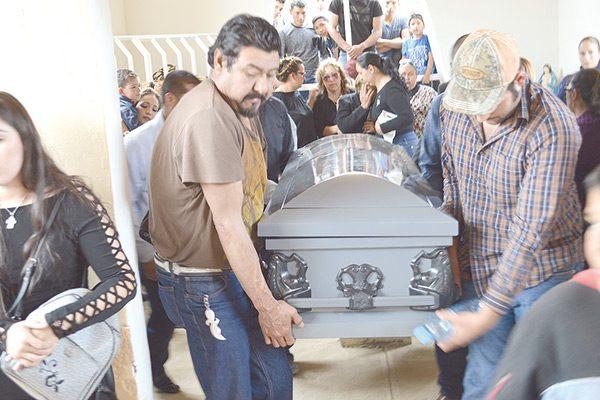 Seis aeronaves acompañaron a Aarón Rodríguez a su última morada en el panteón Jardín
