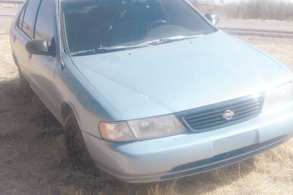 Le robaron el auto del estacionamiento del Imss