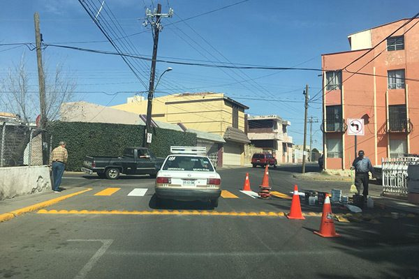 Colocan boyas y pasos peatonales en 2 avenidas
