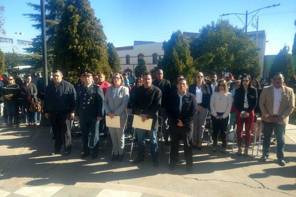 Efectúan parada cívica por el 101 aniversario de la Constitución