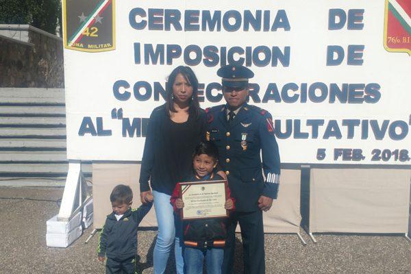 Condecoran a militar destacado en sus estudios en el 76 Batallón de Infantería