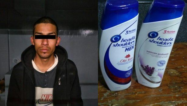Roba shampú de una farmacia
