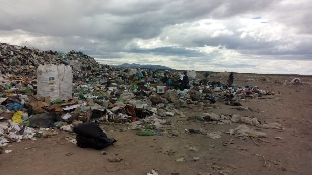 Humberto C. trabajo en el basurero de Jimenez; dijo a sus compañeros que era prófugo de la justicia