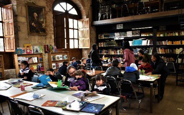 """Recibe la Biblioteca """"Benjamín Franklin"""" a más de cien niñas y niños del preescolar """"Ángel Trías"""""""