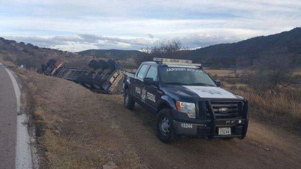Vuelca camión en la rúa Parral-Guadalupe y -Calvo