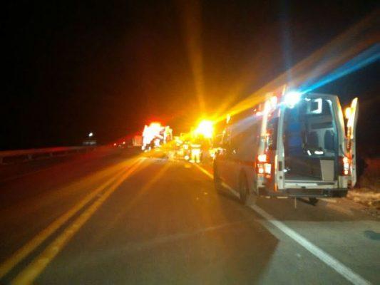 Realiza la secretaria de salud intervención medica a 28 personas que iban en el camión accidentado; hay más identificados