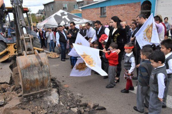 Arranca el Alcalde, Lozoya, obras de concreto por más de 9 millones en calle Venezuela