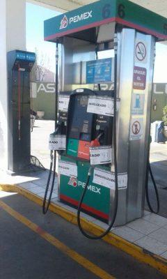 Clausura PROFECO bomba dispensadora de gasolina en una estación