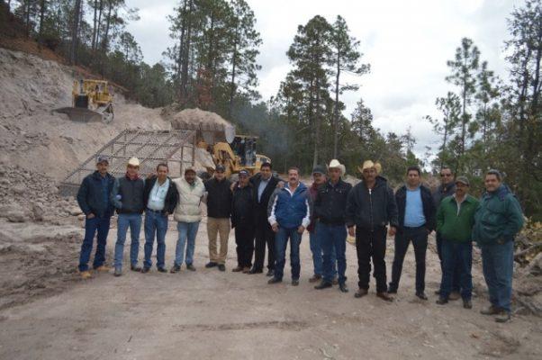 Gobierno del Estado, Municipio y Ejidos en la rehabilitación de 40 KM en la mesa de San Rafael, Guadalupe y Calvo