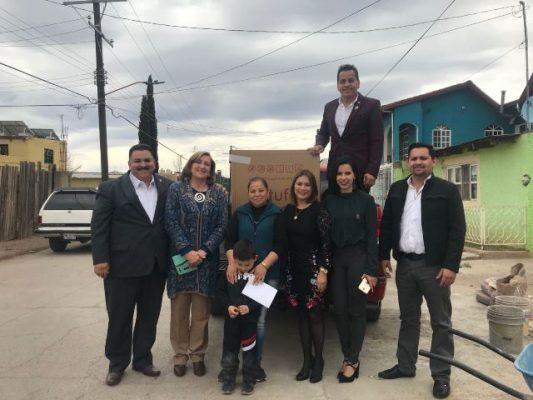 Entregan Regidores Independientes apoyo con electrodomésticos a familia que se incendió su casa en la Rubén Aguila