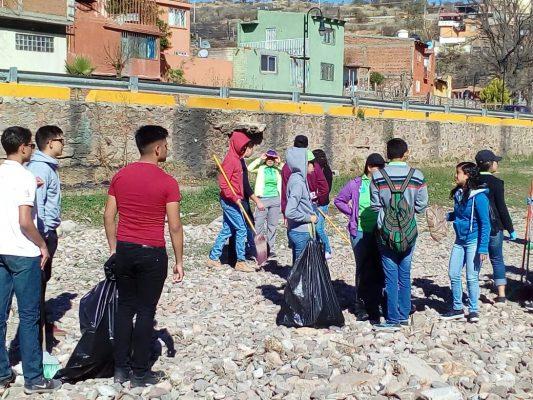 (GALERÍA y VIDEO) Realizan trabajos de limpieza en la vialidad del Río