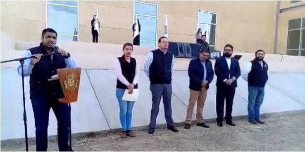 [Video] Planta alcalde arboles en la Facultad de economía internacional al celebrarse el día del árbol