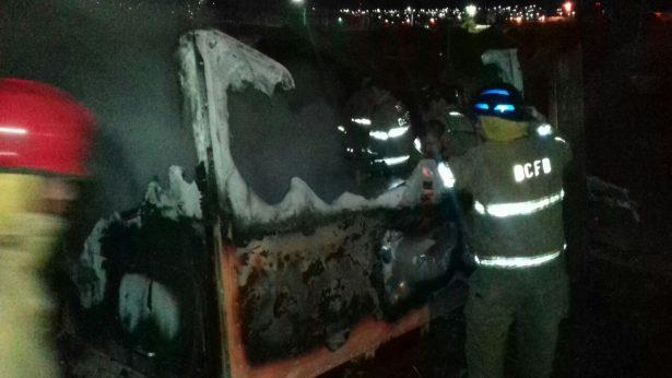 Se incendia Cabina de tracto camión en chatarrera del camino a la Esmeralda