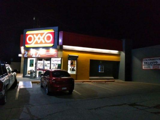 Extorsionan a empleada de Oxxo