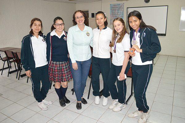 Alumnas del Instituto Parralense, a concurso internacional en Colombia