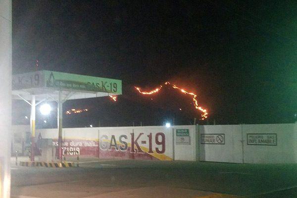 Incendio de pasto cerca a la Col. Héroes de la Revolución