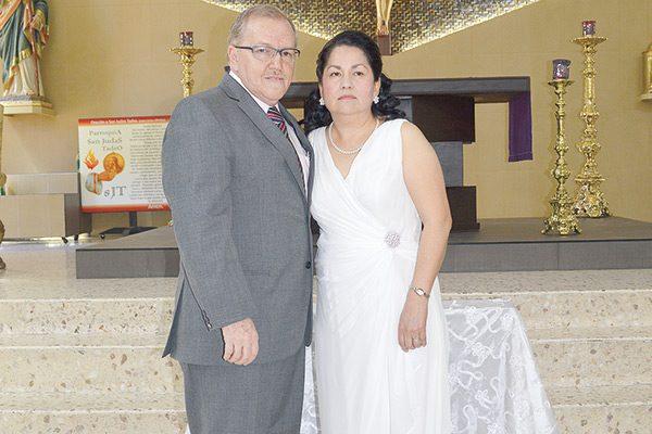 Celebran 30 años de feliz matrimonio