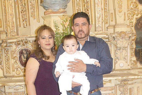 Recibió el sacramento del bautismo Víctor Manuel Medrano Contreras
