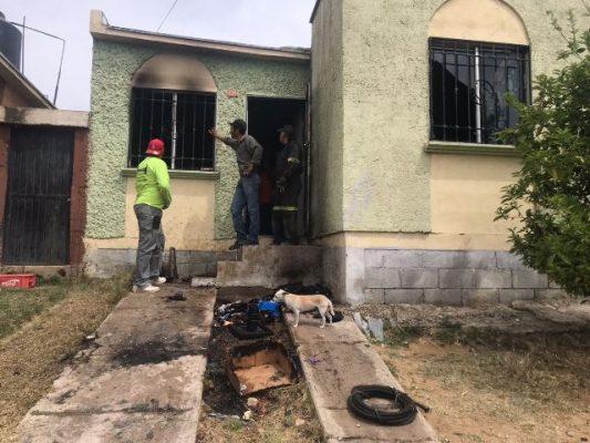 [Galería] Se incendia casa – habitación de la colonia Montañas, dejando cuantiosos daños materiales