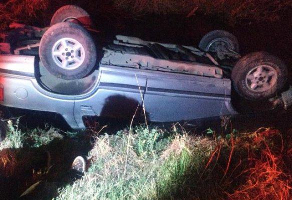 Vuelca vehículo en el rio de Valle de Allende, resultando dos personas lesionadas.