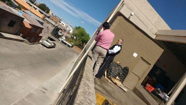 Reportan barda a punto de colapsar en la calle Juan de Dios Peza