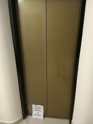 Pleito en céntrico hotel por daños a un elevador