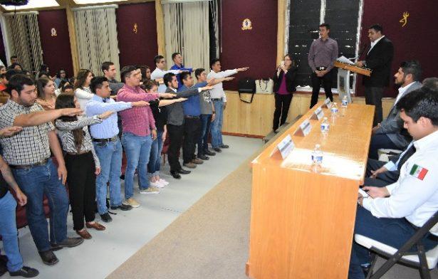 El Alcalde, Alfredo Lozoya, toma protesta a la nueva Sociedad de Alumnos del ITP