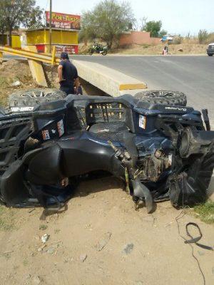 Vuelca cuatrimoto en el vado de las quintas; conductor lesionado