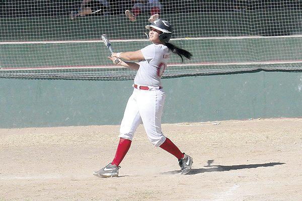 Adriana Aguayo, líder bat del softbol femenil
