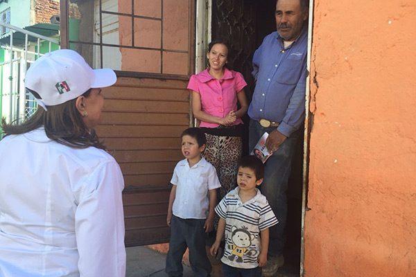 Convive la candidata Graciela Ortiz con vecinos de varias colonias