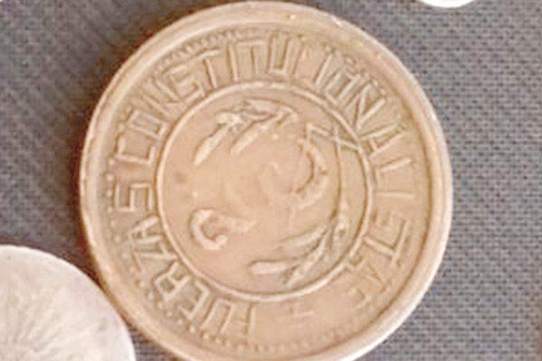 Colecciona monedas desde los siete años; tiene más de 1,250 piezas