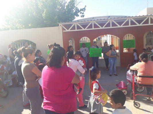 Exigen docentes su pago de prestaciones en Jiménez