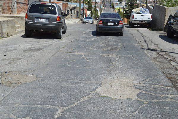En deterioro y mal uso se encuentra la calle Pinabete: Vecinos
