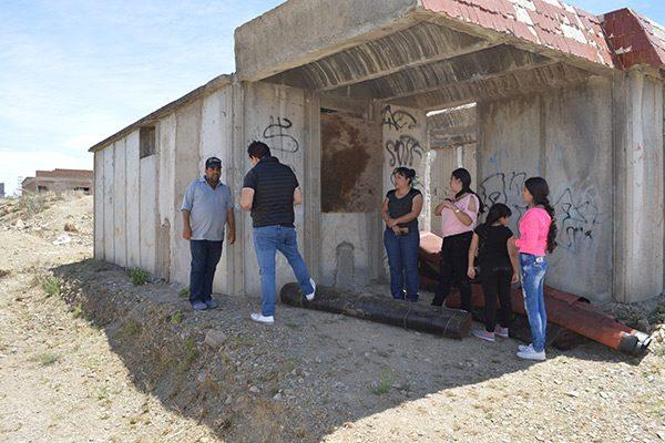 Familia necesitada decide habitar una propiedad en la Col. Aranjuez