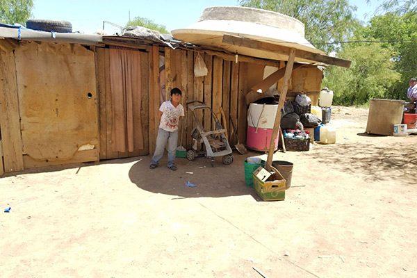 Familia conformada por cinco  integrantes viven en condiciones precarias