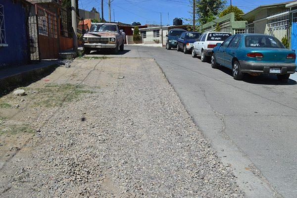 Inconcluso pavimento en la calle  Cuarta; vecinos se quejan del  deterioro