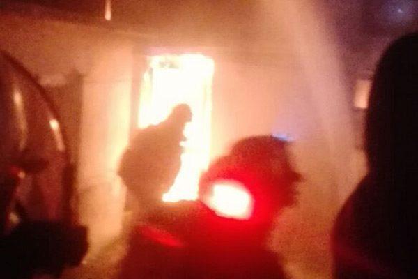 Incendio arrasa con vivienda; cuantiosas pérdidas