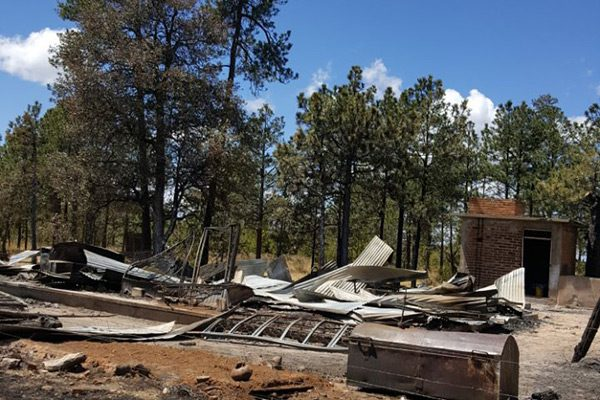 Apoyan vecinos a familias de El Vergel que perdieron sus casas en incendios