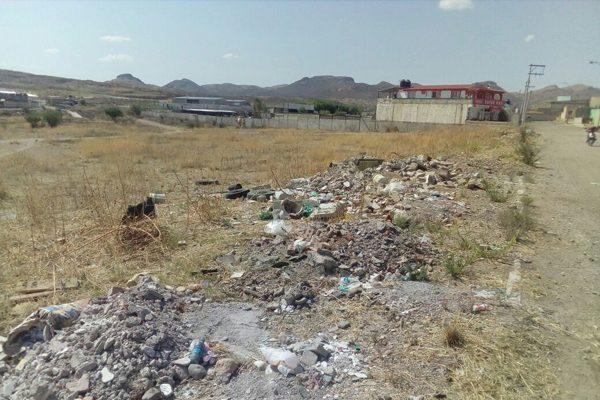 Vecinos denuncian tiradero clandestino de  basura en el fraccionamiento Paseos de Almaceña