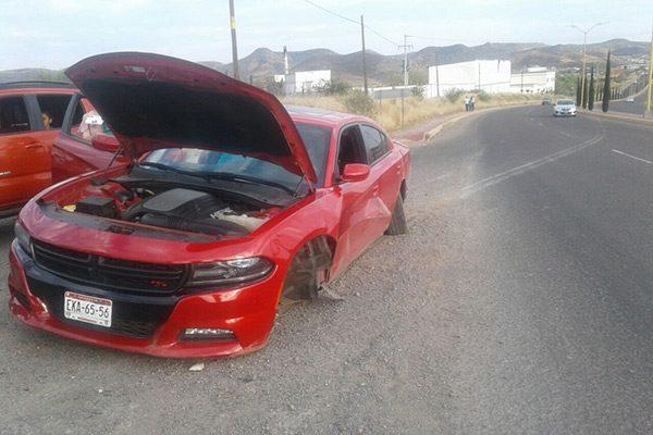 Choque lateral entre dos  vehículos en la carretera Vía Corta
