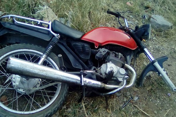 Localizan motocicleta abandonada en lote baldío en la Col. Reforma