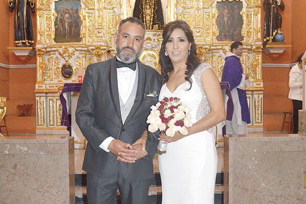 Celebran bodas de plata Antonio y Lourdes Vidaña