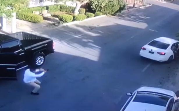[VIDEO] Así contrarrestó agente ataque a pistoleros