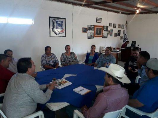 El profe Parga se reúne con militantes del Pan en Satevó
