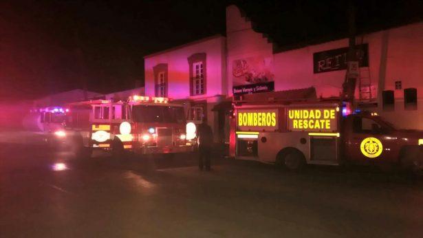 """(GALERÍA-VIDEO) Se incendia bar """"El Retiro"""" durante la madrugada"""
