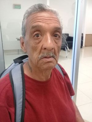 Adulto mayor deportado busca familiares en Parral
