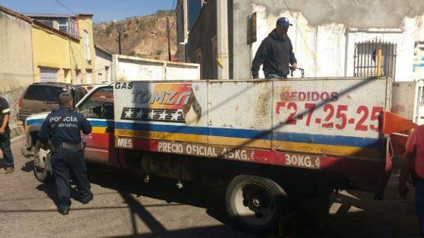 Aseguran camioneta repartidora de gas por fallas mecánicas